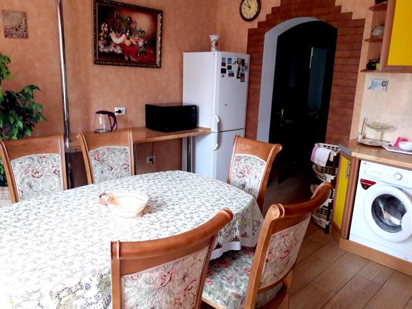 Апартаменты кухня в частном доме отдыха У Натали Крым Севастополь Любимовка