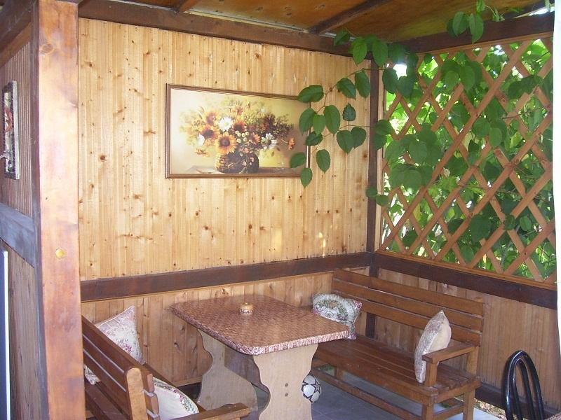 Летняя столовая частного дома отдыха У Натали. Крым, Севастополь, Любимовка