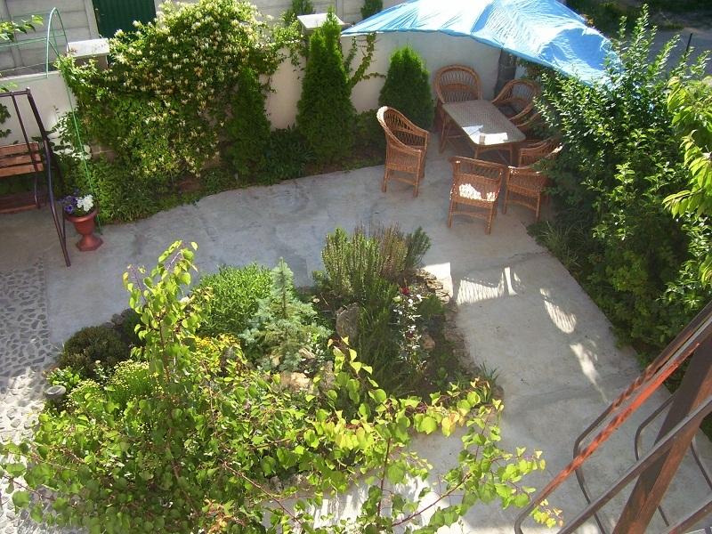Вид с балкона с номеров Эконом частного дома отдыха У Натали Крым Севастополь Любимовка