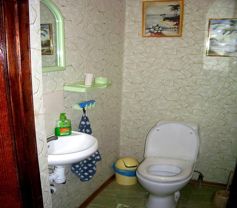 Санузел на втором этаже частного дома отдыха У Натали Крым Севастополь Любимовка